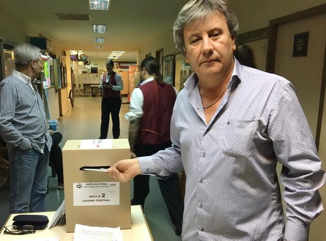 Chucho votando