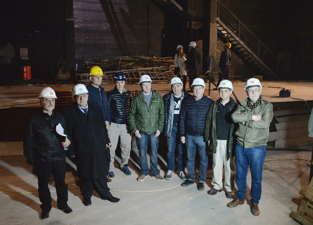 Carlos Arroyo  recorrio obras teatro Tronador