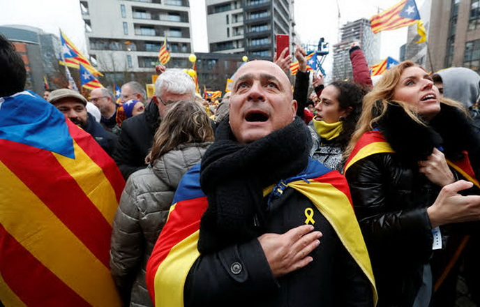 Pro-independence Catalans from all over Europe take part in a rally showing their support to ousted Catalan leader Carles Puigdemont and his government, in Brussels, Belgium December 7, 2017. REUTERS/Yves Herman