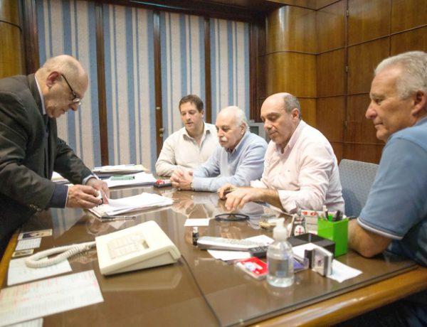 Arroyo firma acuerdo paritarias con STM