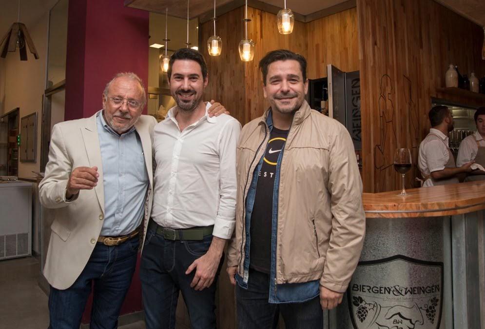 005_Martin Monita con Luis Maria Stanzione y Ariel Torres en la inauguracion de Biergen and Weingen